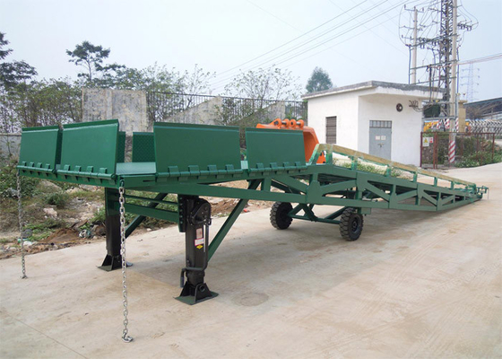 Chiny Q235B Three Side 10 Tons Mobile Dock Ramp For Container Loading dostawca
