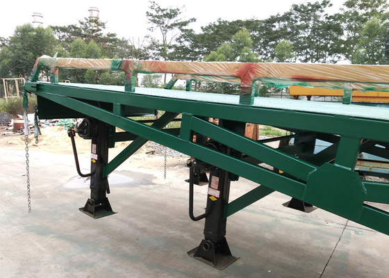Chiny 4 Legs Container / Truck Mobile Yard Loading Ramp 10 Ton With Hydraulic System dostawca