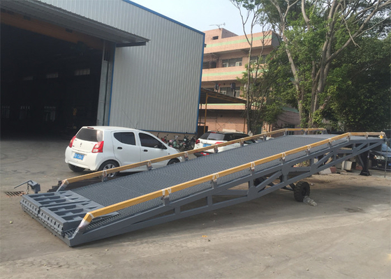 Chiny 2000mm Width Container Mobile Yard Ramp 10 Ton / 15 Ton Light Grey Color dostawca
